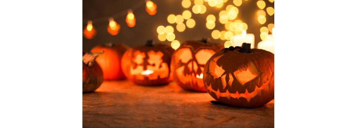 Halloween è una festa sempre più amata dai bambini.. Prepara la zucca  lanterna e altre spaventose decorazioni per addobbare casa! e523dea32874